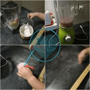 4 imágenes: 1, manos de bebé cogiendo una cucharada de azúcar para añadir al vaso de la batidora; 2, batido en listo en batidora; 3, manitas poniendo 2 pajitas en un vaso con batido; 4, dedito recogiendo granos de azúcar de los fogones
