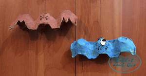 Dos murciélagos hechos con hueveras de cartón