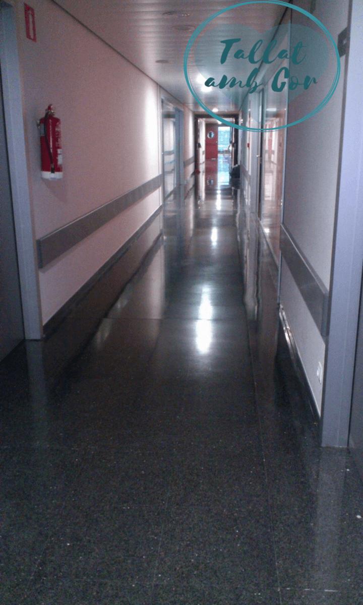 Pasillo de hospital, zona consultas externas
